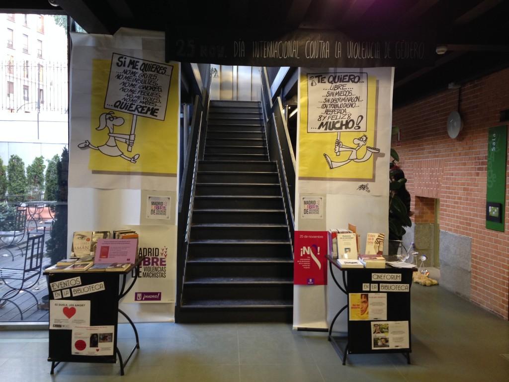 Biblioteca do Parque do Retiro preparada para o Dia Internacional de Combate à Violência de Gênero. Foto: Paula Rodrigues.